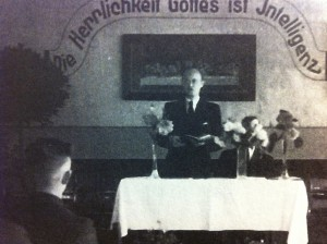 Herbert Klopfer giving a sermon on a visit about 1940 to Schneidemühl. Source: Minert, p. 398.